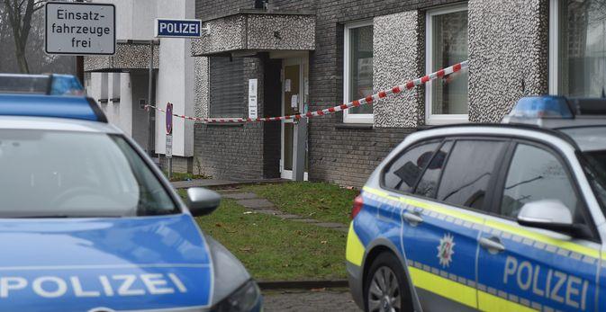 Ungewöhnlicher Tatort: eine Polizeiwache. Polizisten haben dort einen mit einem Messer bewaffneten Mann erschossen.