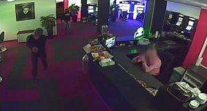 Die maskierten und bewaffneten Täter wurden von mehreren Überwachungskameras aufgenommen.