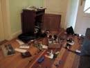 Einbrecher haben die Wohnung verwüstet.